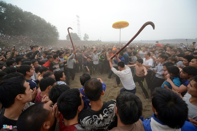 Tái diễn cảnh đổ máu trong lễ hội Cướp phết ảnh 4