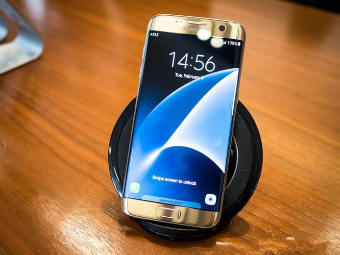 Cận cảnh từng chi tiết của Samsung Galaxy S7 Edge ảnh 5