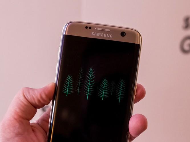 Cận cảnh từng chi tiết của Samsung Galaxy S7 Edge ảnh 13