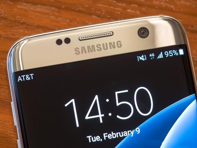 Cận cảnh từng chi tiết của Samsung Galaxy S7 Edge ảnh 14