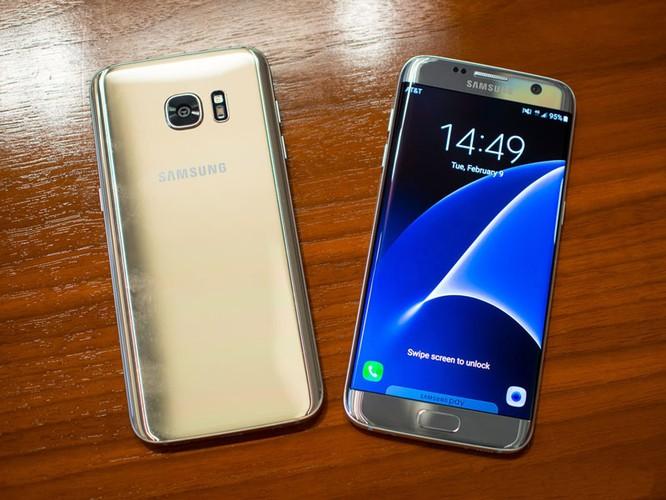 Cận cảnh từng chi tiết của Samsung Galaxy S7 Edge ảnh 1