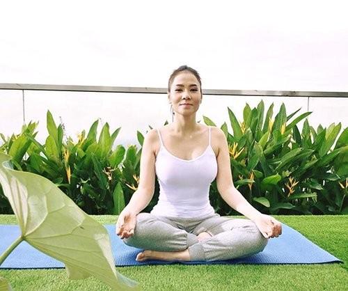 Mỹ nhân Việt tập yoga khoe đường cong tuyệt mỹ ảnh 6
