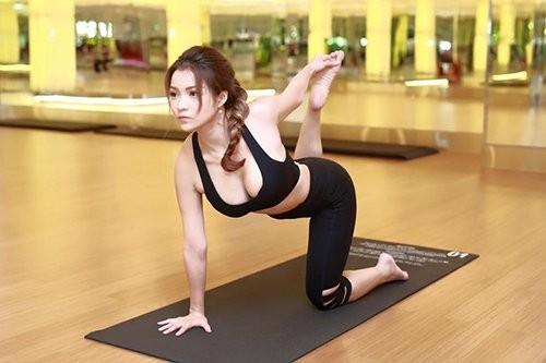 Mỹ nhân Việt tập yoga khoe đường cong tuyệt mỹ ảnh 7
