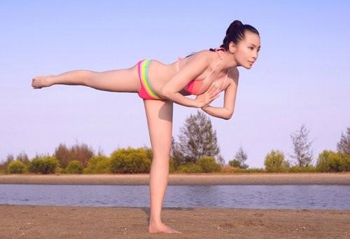 Mỹ nhân Việt tập yoga khoe đường cong tuyệt mỹ ảnh 10