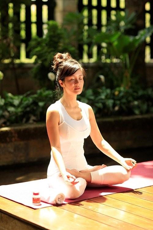 Mỹ nhân Việt tập yoga khoe đường cong tuyệt mỹ ảnh 14