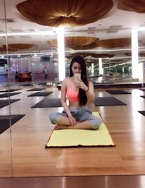 Mỹ nhân Việt tập yoga khoe đường cong tuyệt mỹ ảnh 16