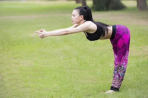 Mỹ nhân Việt tập yoga khoe đường cong tuyệt mỹ ảnh 17