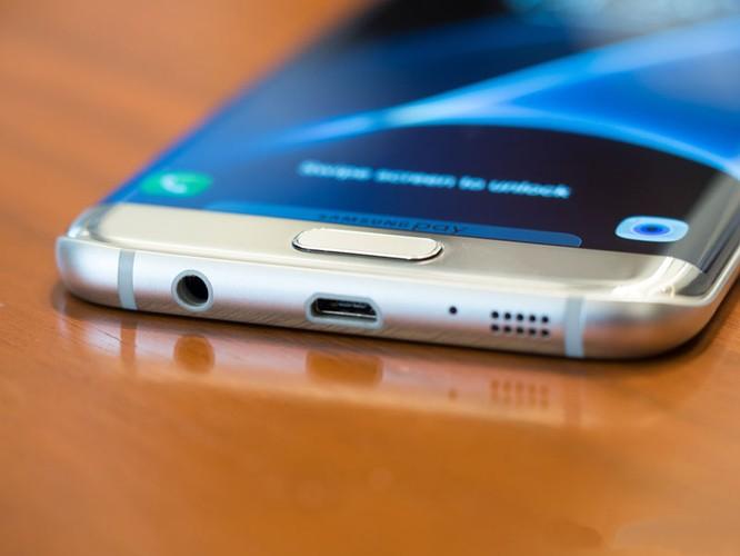Cận cảnh từng chi tiết của Samsung Galaxy S7 Edge ảnh 19