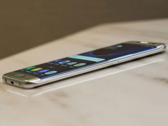Cận cảnh từng chi tiết của Samsung Galaxy S7 Edge ảnh 24