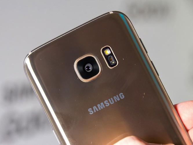 Cận cảnh từng chi tiết của Samsung Galaxy S7 Edge ảnh 25