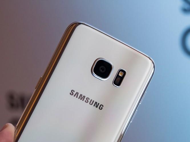Cận cảnh từng chi tiết của Samsung Galaxy S7 Edge ảnh 26