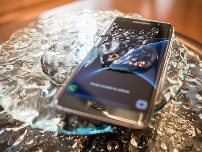 Cận cảnh từng chi tiết của Samsung Galaxy S7 Edge ảnh 4