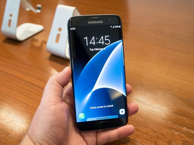 Cận cảnh từng chi tiết của Samsung Galaxy S7 Edge ảnh 7