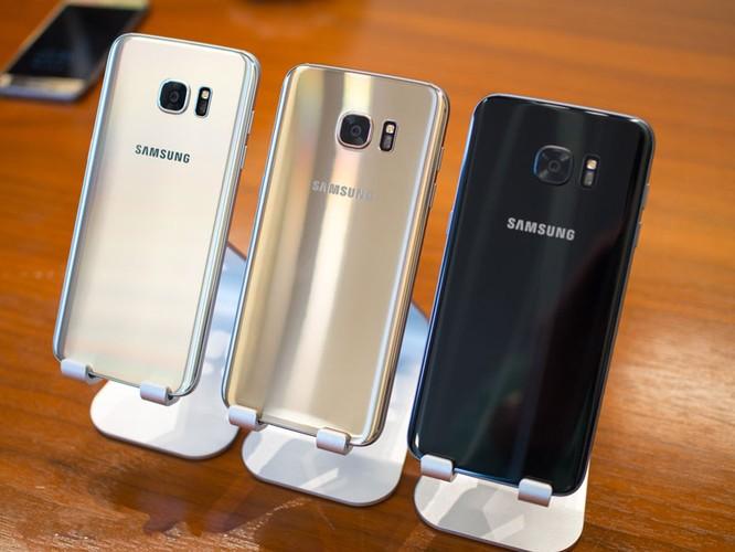 Cận cảnh từng chi tiết của Samsung Galaxy S7 Edge ảnh 10