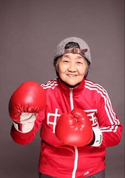 """Cháu gái biến bà nội 80 tuổi trở nên """"sành điệu nhất quả đất"""" ảnh 4"""