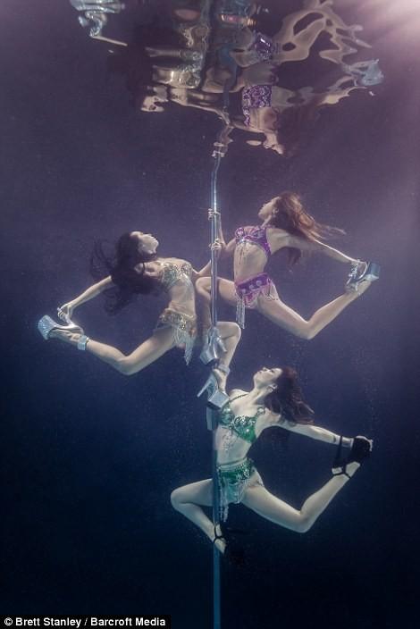 Mãn nhãn ngắm mỹ nhân múa cột dưới nước ảnh 20