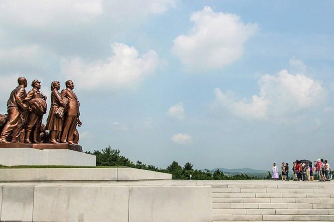 Ngắm kiến trúc hoành tráng và hoa lệ của Triều Tiên ảnh 2