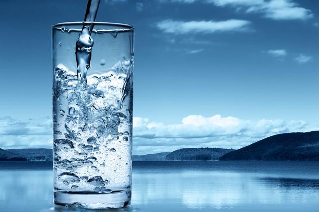 Loài người sẽ uống nước bồn cầu trong tương lai ảnh 1