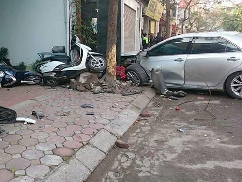 Hà Nội: Khủng khiếp xe Camry phóng như phim hành động, đâm chết 3 người ảnh 1