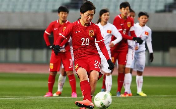 Hình ảnh thi đấu kiên cường của ĐT nữ Việt Nam trước Trung Quốc ảnh 10