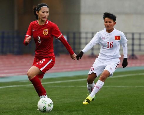 Hình ảnh thi đấu kiên cường của ĐT nữ Việt Nam trước Trung Quốc ảnh 1