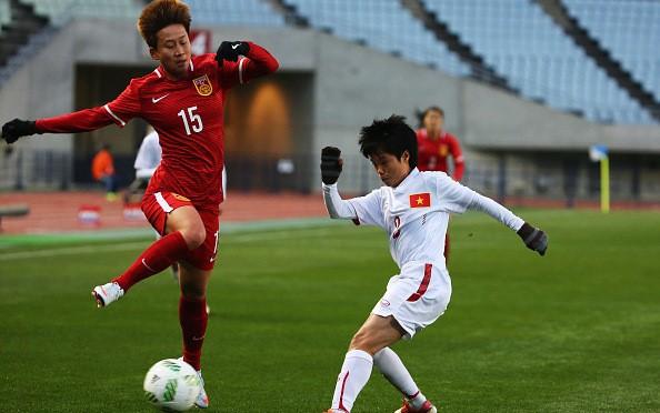 Hình ảnh thi đấu kiên cường của ĐT nữ Việt Nam trước Trung Quốc ảnh 3