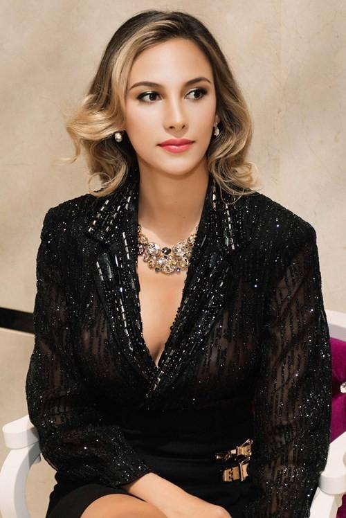 Mãn nhãn ngắm Hoa hậu Liên lục địa 2012 đến Việt Nam ảnh 1