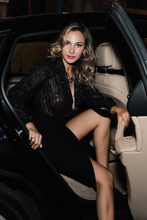 Mãn nhãn ngắm Hoa hậu Liên lục địa 2012 đến Việt Nam ảnh 2