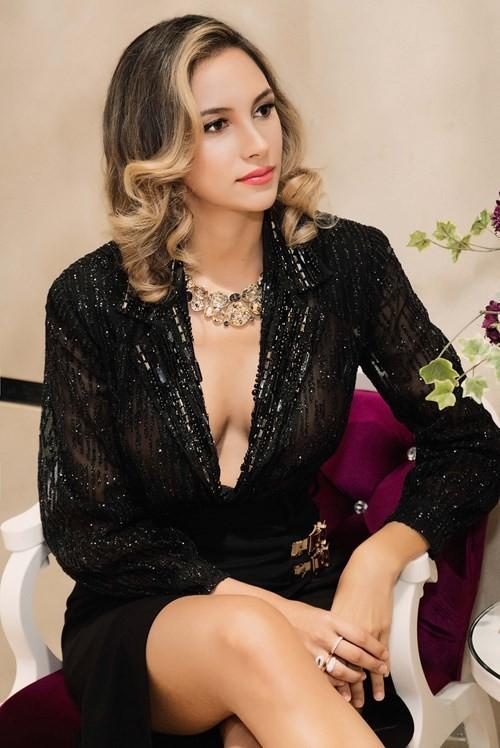 Mãn nhãn ngắm Hoa hậu Liên lục địa 2012 đến Việt Nam ảnh 3