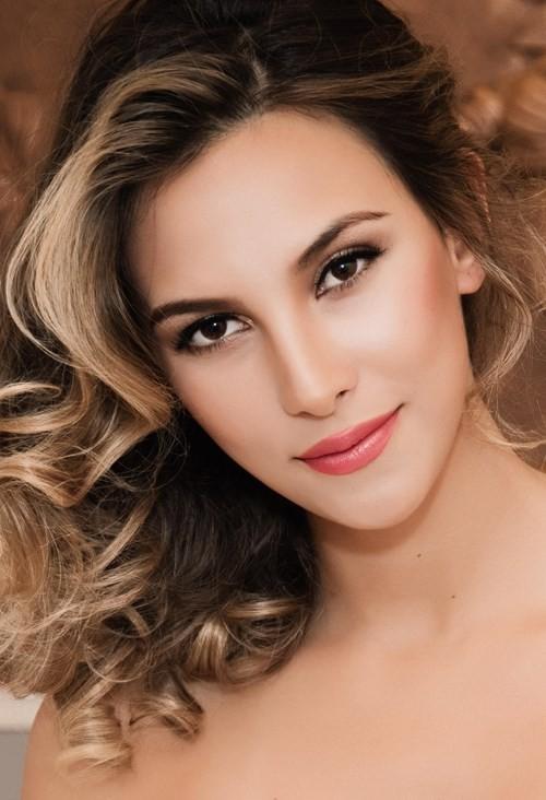 Mãn nhãn ngắm Hoa hậu Liên lục địa 2012 đến Việt Nam ảnh 4