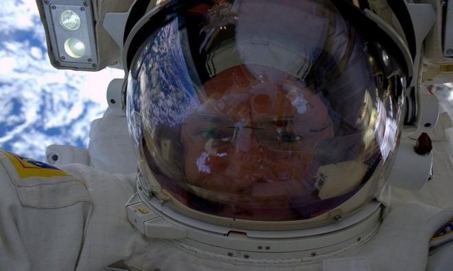 TP. Hồ Chí Minh lung linh nhìn từ vũ trụ ảnh 8