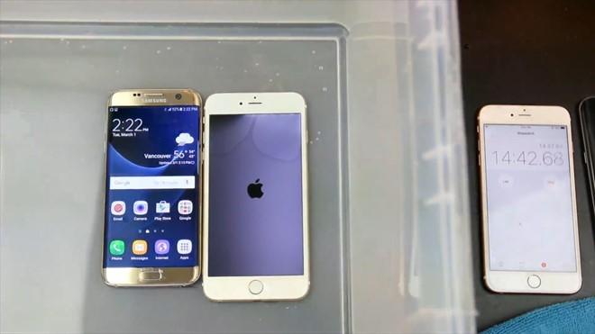 Video: Galaxy S7 edge so độ bền với iPhone 6S Plus ảnh 7