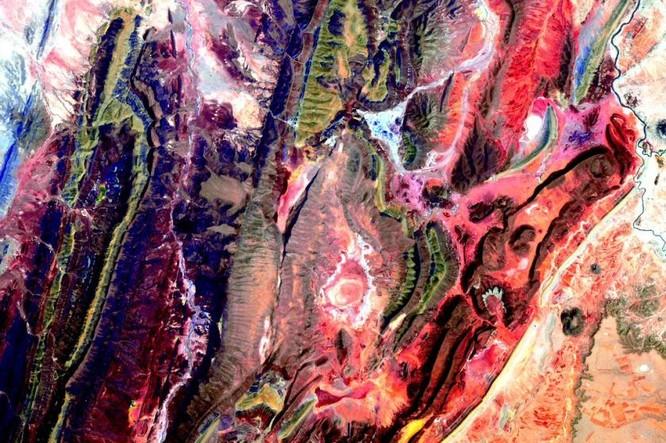 Trái Đất tuyệt đẹp nhìn từ Trạm Vũ trụ quốc tế ảnh 13