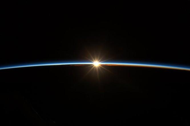 Trái Đất tuyệt đẹp nhìn từ Trạm Vũ trụ quốc tế ảnh 19