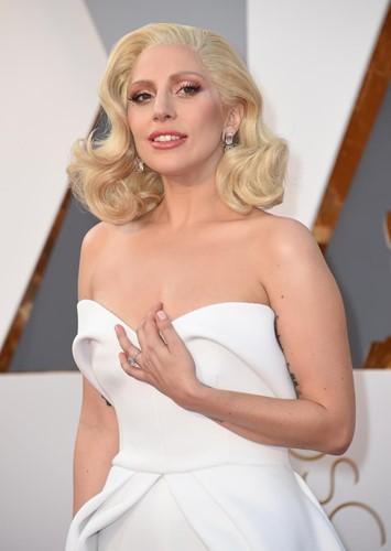 Choáng với những món trang sức quý giá của sao Hollywood tại Oscar ảnh 13