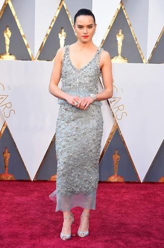 Choáng với những món trang sức quý giá của sao Hollywood tại Oscar ảnh 15