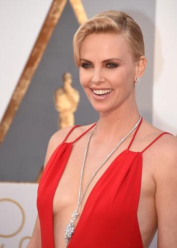 Choáng với những món trang sức quý giá của sao Hollywood tại Oscar ảnh 1