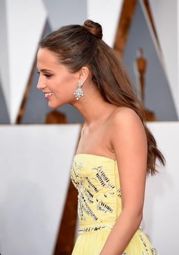 Choáng với những món trang sức quý giá của sao Hollywood tại Oscar ảnh 17