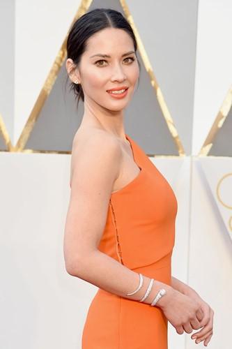 Choáng với những món trang sức quý giá của sao Hollywood tại Oscar ảnh 4