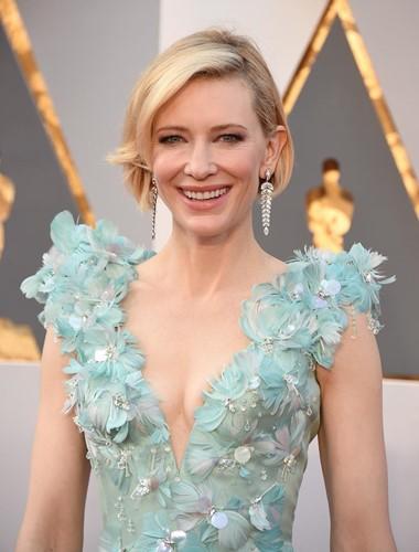 Choáng với những món trang sức quý giá của sao Hollywood tại Oscar ảnh 7
