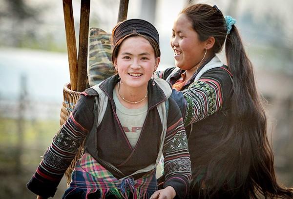 Vẻ đẹp đời thường của thiếu nữ dân tộc vùng cao ảnh 3