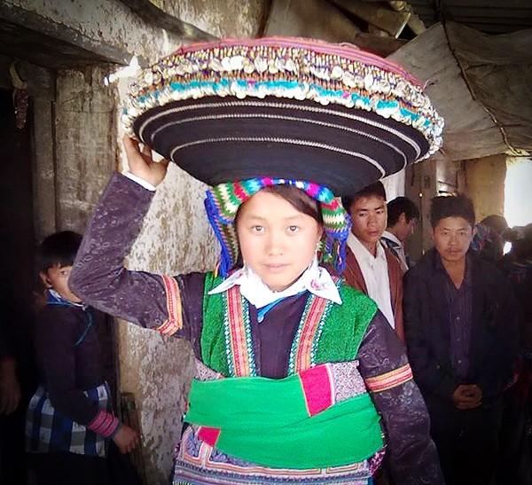 Vẻ đẹp đời thường của thiếu nữ dân tộc vùng cao ảnh 4