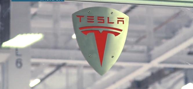 Cận cảnh nhà máy sản xuất xe hơi với 150 robot của Tesla ảnh 2