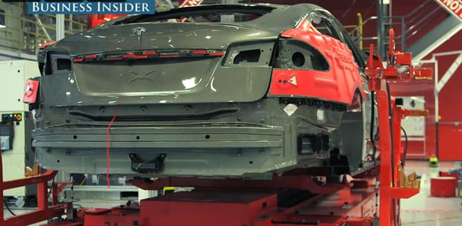 Cận cảnh nhà máy sản xuất xe hơi với 150 robot của Tesla ảnh 3