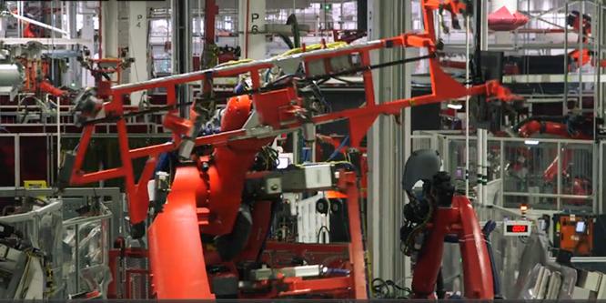 Cận cảnh nhà máy sản xuất xe hơi với 150 robot của Tesla ảnh 5