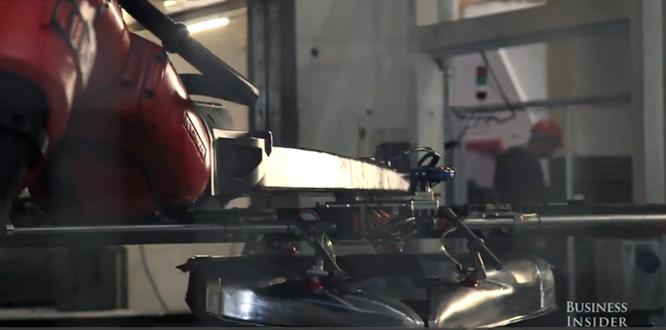 Cận cảnh nhà máy sản xuất xe hơi với 150 robot của Tesla ảnh 7