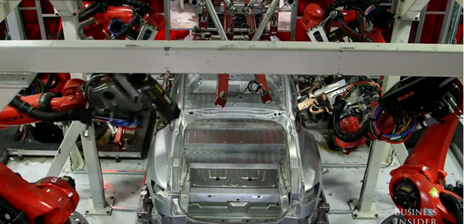 Cận cảnh nhà máy sản xuất xe hơi với 150 robot của Tesla ảnh 8