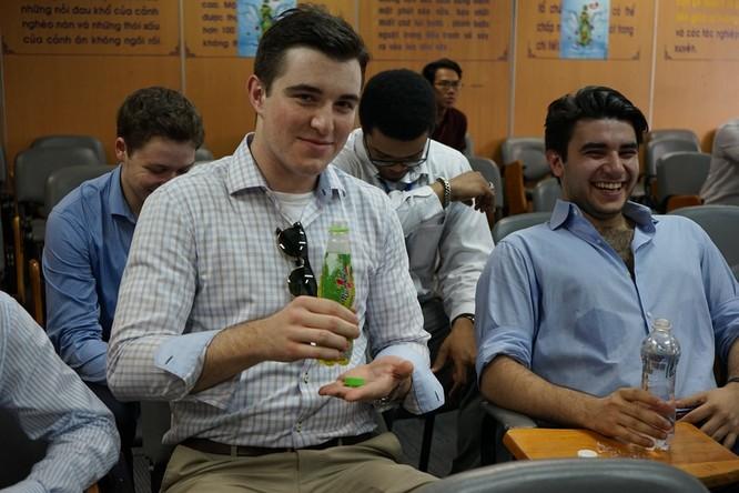 Sinh viên Mỹ thích thú với dây chuyền của Tân Hiệp Phát ảnh 1