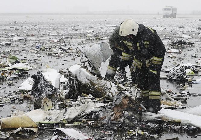 Những hình ảnh đầu tiên từ hiện trường tai nạn máy bay ở Rostov ảnh 9