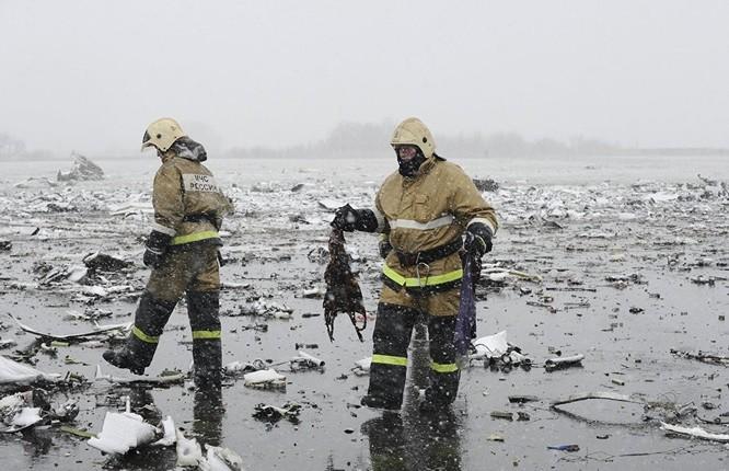 Những hình ảnh đầu tiên từ hiện trường tai nạn máy bay ở Rostov ảnh 7